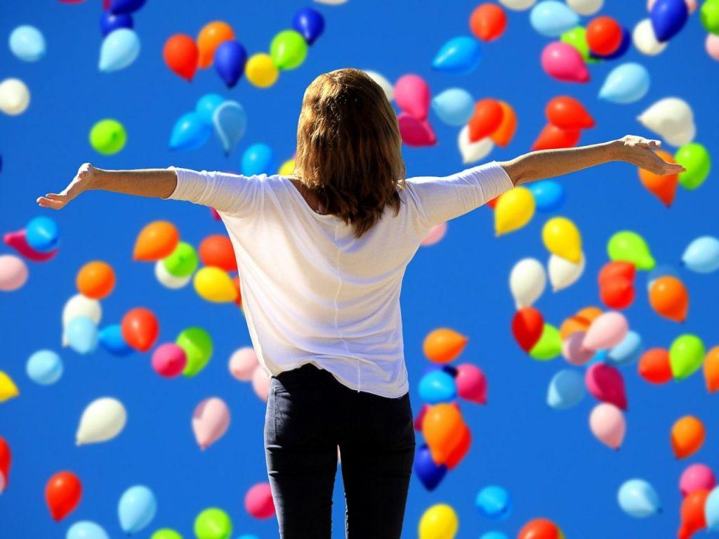 persona feliz tras el tratamiento cognitivo conductual para mejora de autoestima
