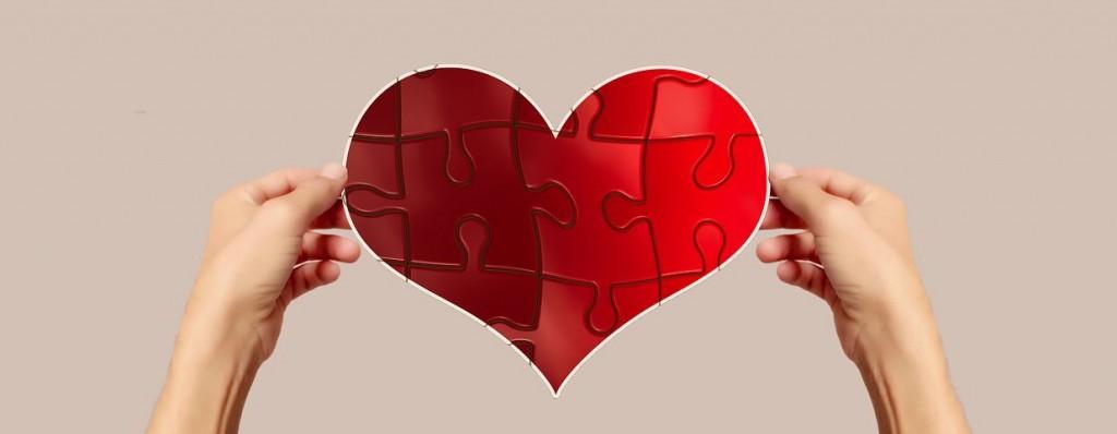 Corazón recompuesto como un puzzle tras superar una ruptura sentimental