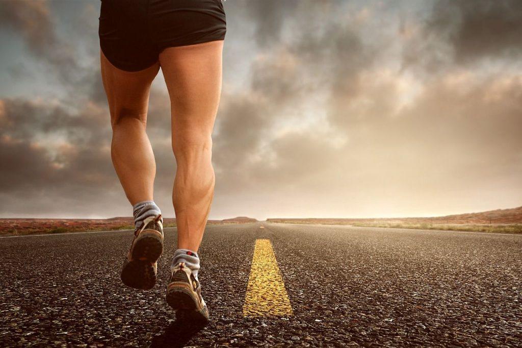 Persona haciendo ejercicio que le dará beneficios para su mente