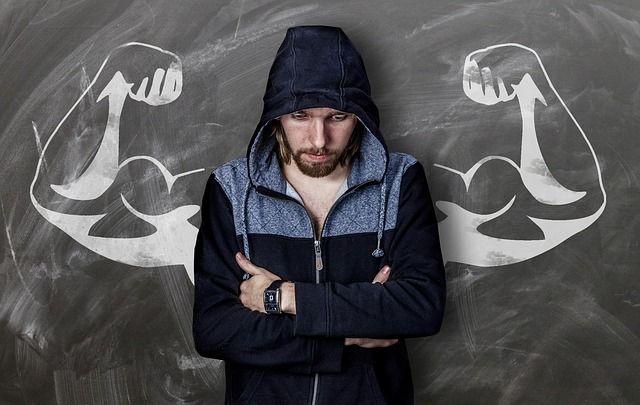Hombre con autoestima baja e inseguridad buscando psicologo especialista en autoestima e inseguridad