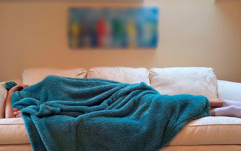 persona con sintomas de ansiedade nocturna