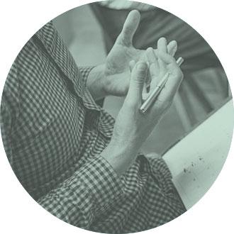 manos expresando una idea